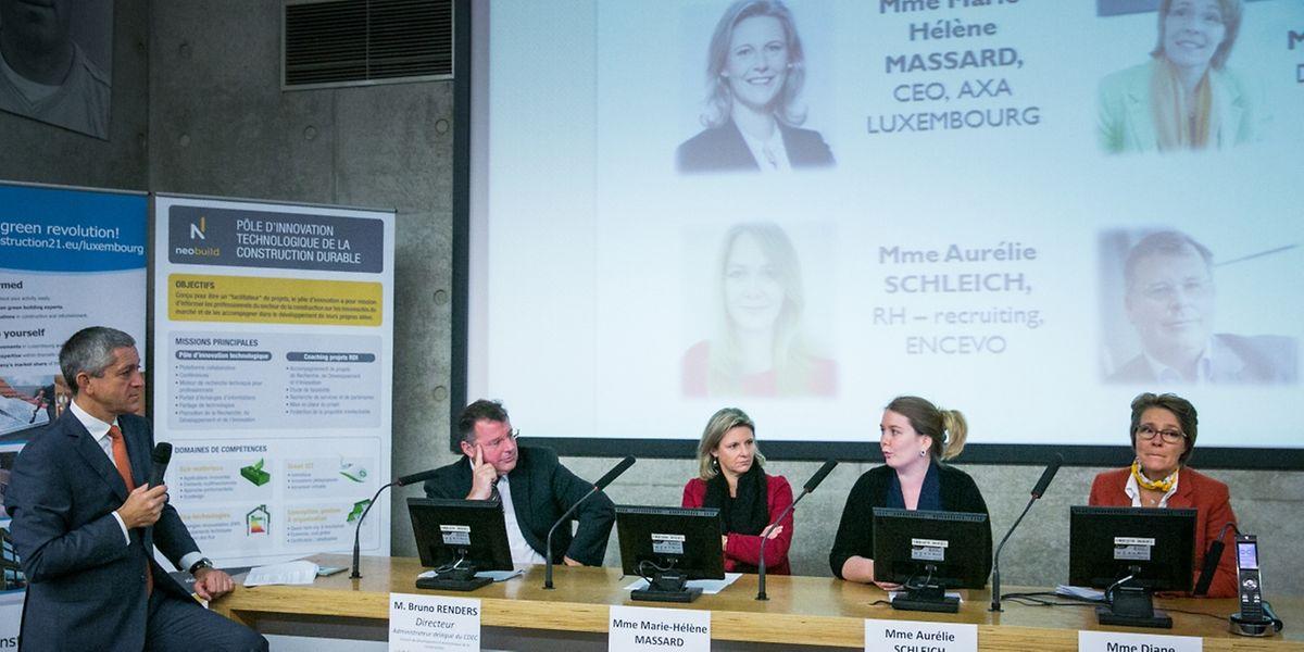 Christian Scharff (IMS Luxemburg), Bruno Renders (IFSB), Marie-Hélène Massard (AXA Luxemburg), Aurélie Schleich (Encevo) und Diane Muller-Kneip (KNEIP) bei der Podiumsdiskussion am 18. Oktober.
