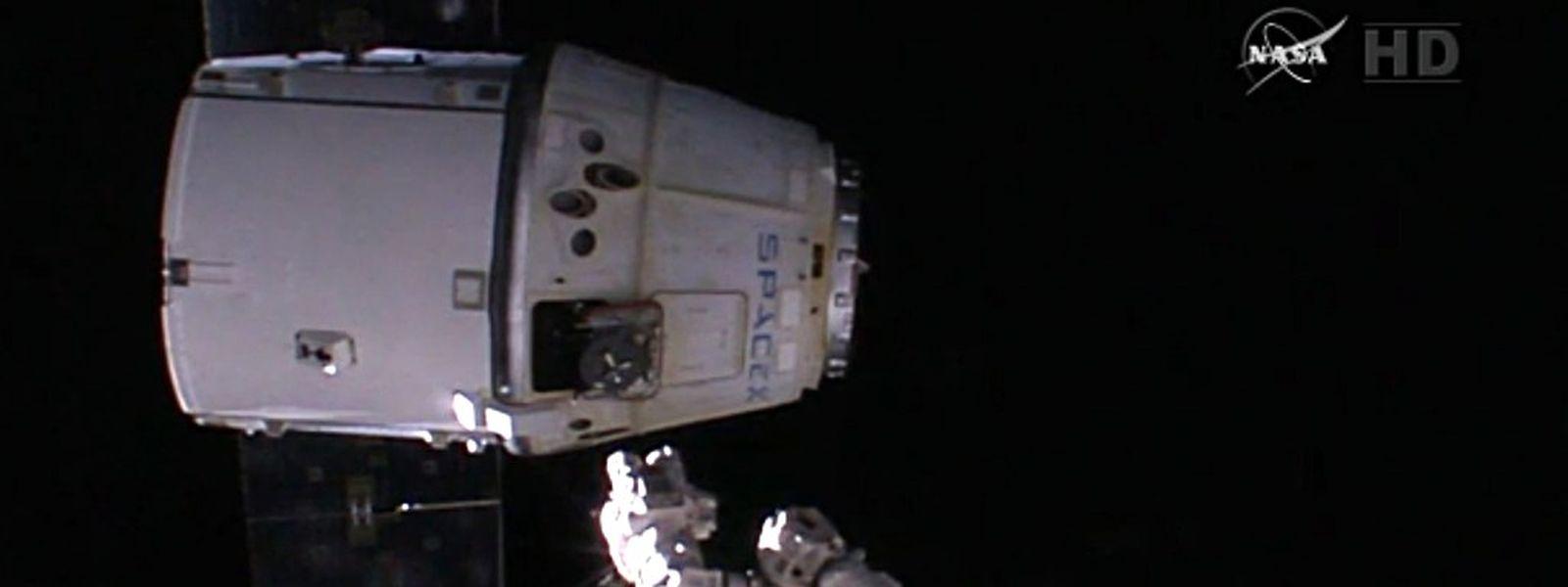 """""""Dragon"""" wird von der ISS abgedockt."""