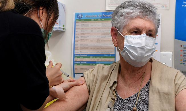 A patient is injected a vaccine on April, 7, 2021