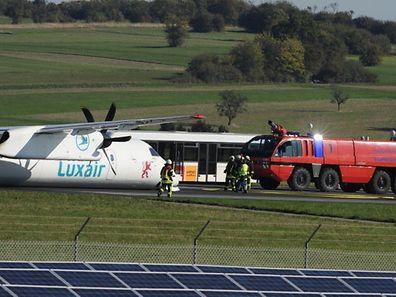 Auf dem Flughafen Saarbrücken kommt es am Mittwoch (30.9.2015) zu einer Bruchlandung einer Luxair-Maschine. Der Flieger hatte Fahrwerksprobleme und machte eine Bauchlandung, verletzt wurde niemand. Die Fluggäste wurden in Sicherheit gebracht.