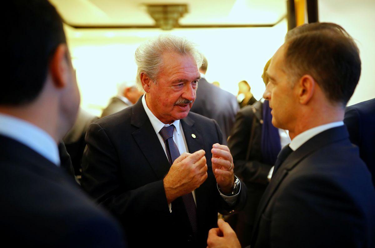 Außenminister Jean Asselborn (Mitte) und der deutsche Amtskollege Heiko Maas nehmen an einer Feier anlässlich des 30-jährigen Jubiläums des Mauerfalls in der Nähe des Brandenburger Tores teil.