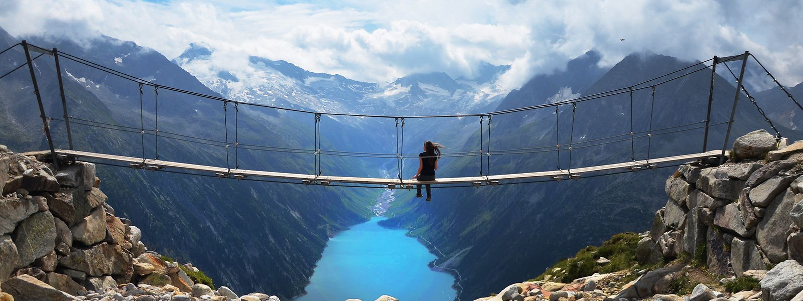 Diese Hängebrücke in den Zillertaler Alpen mutierte durch Social Media zum absoluten Besuchermagneten – auch unter Nicht-Alpinisten. Wer ein Foto machen will, muss Schlange stehen.