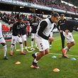 Metz' players warm up before the French L1 football match Rennes vs Metz on October 30, 2016 at the Roazhon park stadium in Rennes, western France. / AFP PHOTO / DAMIEN MEYER