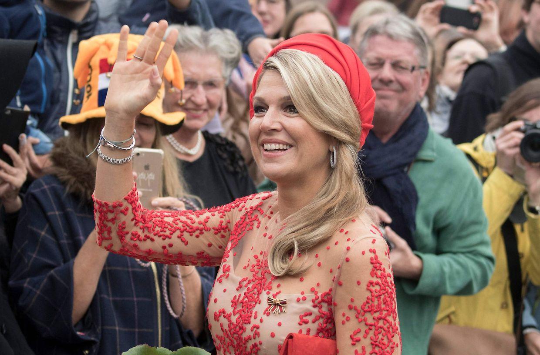 Ankunft in Trier: Queen Máxima begrüßt die Royal-Fans der Stadt.
