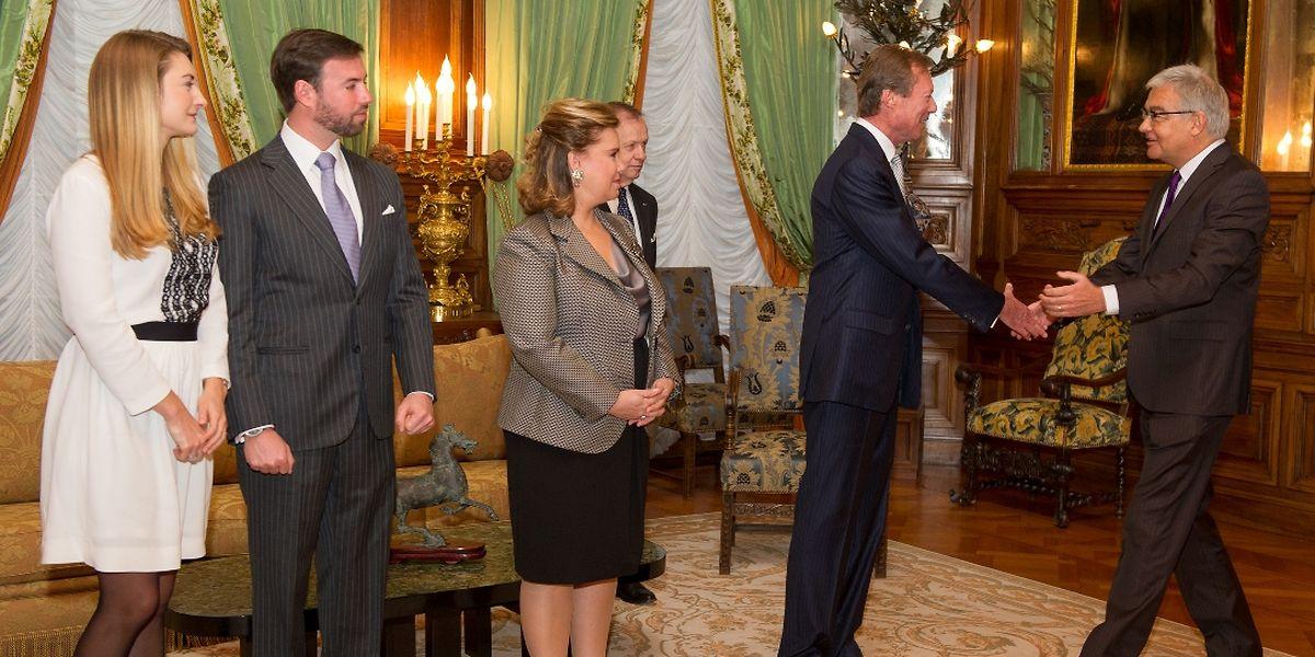 Großherzog Henri begrüßt den Präsidenten der Abgeordnetenkammer, Laurent Mosar.