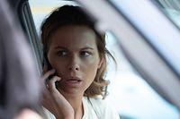 Georgia Wells (Kate Beckinsale) lebt, seitdem ihr Mann bei einem Flugzeugabsturz ums Leben kam, völlig zurückgezogen. Doch plötzlich sieht sie ihn in einem TV-Bericht.