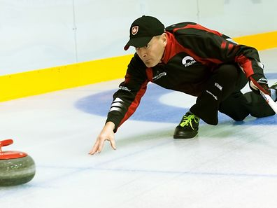 Curling: Rob Swan und Wayne Fitzpatrick. Rekordversuch für das Guinness Buch der Rekorde in der Eishalle auf Kockelscheuer. / Foto: Alain PIRON