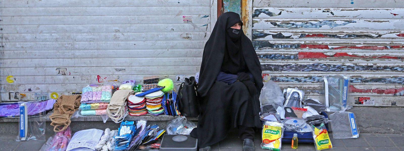 Im Iran denkt das Gesundheitsministerium darüber nach, die getroffenen Lockerungen wieder zurückzunehmen.