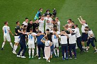 Czech Republic's players celebrate after winning  during the UEFA EURO 2020 round of 16 football match between the Netherlands and the Czech Republic at Puskas Arena in Budapest on June 27, 2021. (Photo by Laszlo Balogh / POOL / AFP)