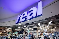 ARCHIV - 11.02.2020, Nordrhein-Westfalen, Neuss: Blick in einen Real-Markt. Der Handelskonzern Metro hat nach monatelangem Tauziehen endlich den Verkauf seiner angeschlagenen Supermarktkette Real unter Dach und Fach gebracht. Der Finanzinvestor SCP habe sich mit der Metro AG auf eine 100-prozentige Übernahme von Real geeinigt, heißt es in einer gemeinsamen Mitteilung beider Unternehmen vom Dienstag (18.02.2020) in Düsseldorf. Foto: Rolf Vennenbernd/dpa +++ dpa-Bildfunk +++