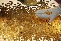 """Der """"Trierer Goldschatz"""" wurde 1993 gefunden. Es handelt sich um den weltweit größten Goldschatz der römischen Kaiserzeit: 18,5 Kilo schwer und rund 2600 Münzen stark."""
