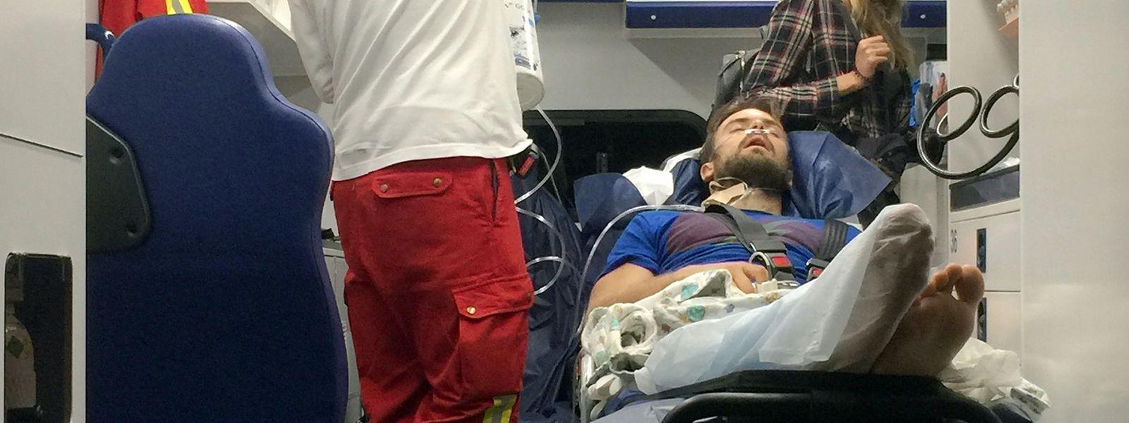 Der erkrankte Pjotr Wersilow, ein Mitglied der russischen Polit-Punkband Pussy Riot, kommt mit einem Ambulanzflug auf dem Flughafen Schönefeld an.