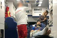 ARCHIV - 15.09.2018, Berlin: HANDOUT - Der erkrankte Pjotr Wersilow, ein Mitglied der russischen Polit-Punk-Band Pussy Riot, kommt mit einem Ambulanzflug auf dem Flughafen Schönefeld an und wird in einem Krankenwagen versorgt, in dem auch seine Freundin Veronika Nikulschina ist (r). (RECROP - Der Mann vom der Berliner Feuerwehr ist aus persönlichkeitsrechtlichen Gründen unkenntlich gemacht - zu dpa «Charité: Hohe Plausibilität für Vergiftung von Pussy-Riot-Mann» vom 18.09.2018) Foto: -/Cinema for Peace Foundation/dpa - ACHTUNG: Nur zur redaktionellen Verwendung und nur mit vollständiger Nennung des vorstehenden Credits +++ dpa-Bildfunk +++