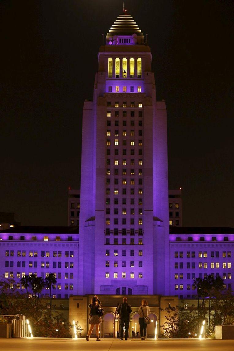 Das Rathaus von Los Angeles wurde zu Ehren von Prince lila beleuchtet.