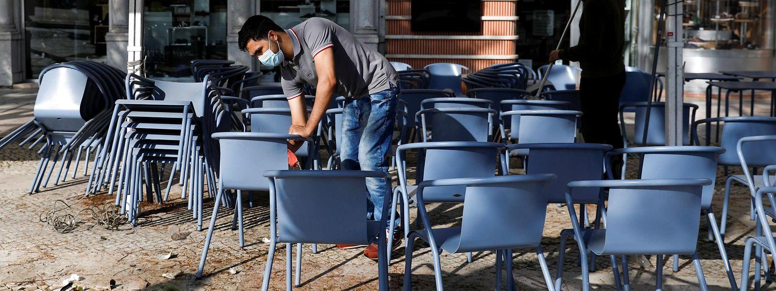 Dans 16 nouvelles villes, les cafés et restaurants devront également fermer plus tôt, dès 22h30 en semaine et à 15h30 le weekend.