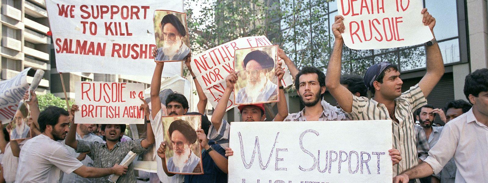 """Der Protest gegen Salman Rushdies """"Die satanischen Verse"""" reichte bis nach Manila: 1989 forderten dort Demonstranten seinen Tod."""