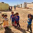 Die Flüchtlinge hausen in improvisierten Zeltstätten, ohne elementare hygienische und gesundheitliche Versorgung.