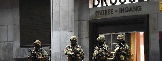 Soldats à la gare centrale de Bruxelles. Le Premier ministre Charles Michel veut rester très vigilant du fait d'une menace qui n'a pas disparu.