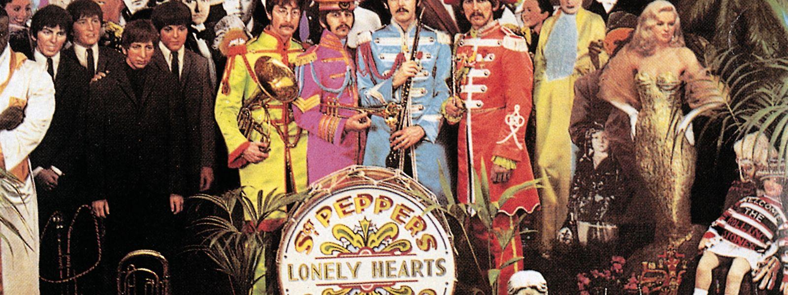 """Die Beatles und ihre """"Gäste"""" auf dem Plattencover von """"Sgt. Peppers Lonely Hearts Club Band""""."""