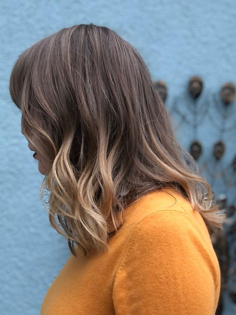 Vor der Farbanwendung sollten die Haare möglichst frei von Produktrückständen sein.