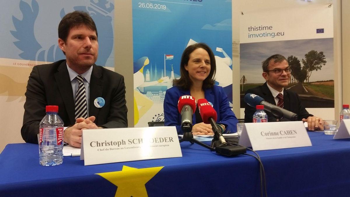 v.l.n.r. Christoph Schröder, Leiter des Verbindungbüros des EU-Parlaments in Luxemburg, Integrationsministerin Corinne Cahen, Direktor des CEFIS Sylvain Besch