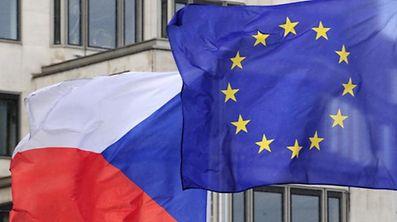 Kritiker warnen, das Gesetz verstoße gegen internationale Verträge und EU-Richtlinien.