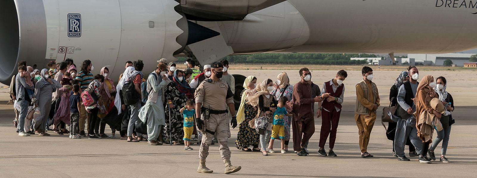 Le ministère des Affaires étrangères indique que les deux représentants de l'armée et du ministère seront tout de même envoyés sur place pour évacuer les ressortissants et résidents européens encore bloqués.