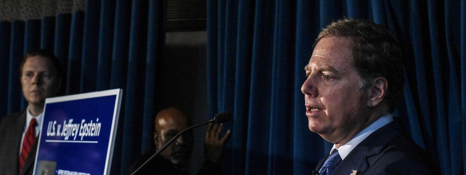 Der Staatsanwalt des Southern District of New York Geoffrey Berman spricht bei einer Pressekonferenz über die schwerwiegenden Vorwürfe gegen Jeffrey Epstein.
