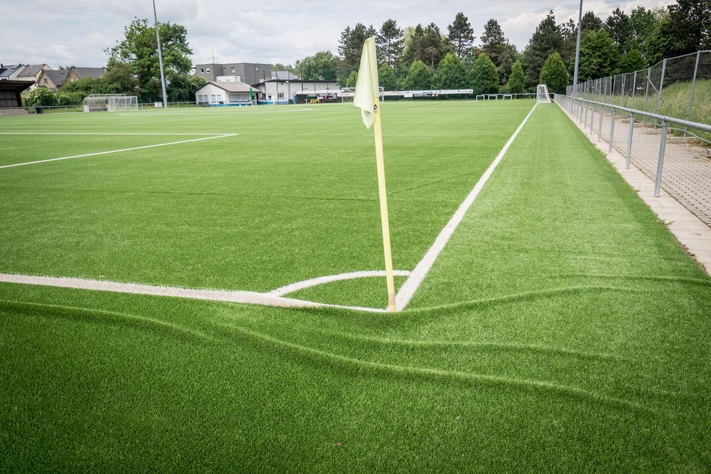 Le terrain de football synthétique de Sanem, après le déluge