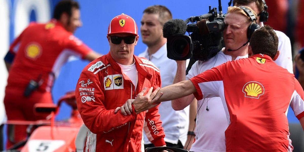 Kimi Raikkonen (links) feiert seinen Sieg im Qualifying.