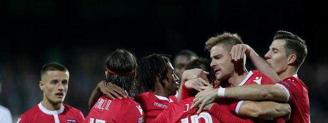 Les joueurs de la sélection se congratulent: une image de joie que l'on aimerait voir ce vendredi contre la Lituanie