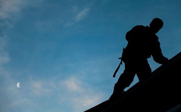 Ces arnaques ont été repérées dans le sud du pays où de faux couvreurs de toit ont été repérés.