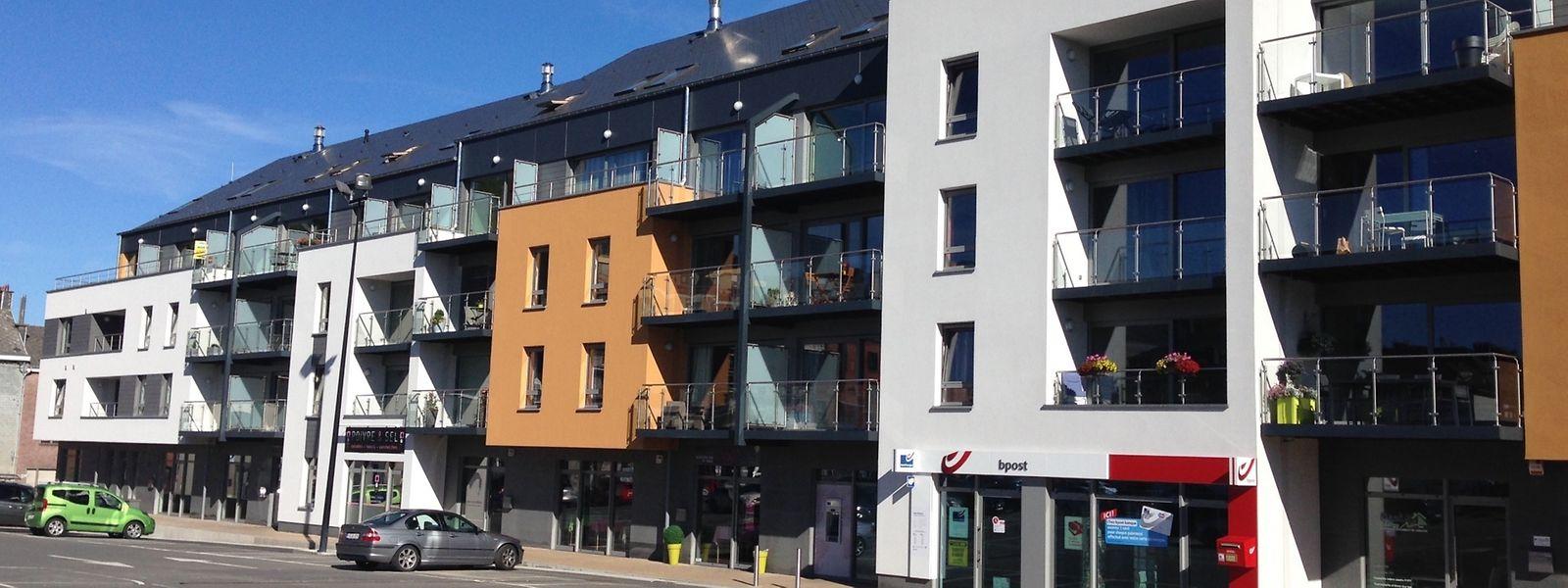 Même si les appartements - comme ici à Bastogne - ne représentent que 10,6% du marché immobilier en province de Luxembourg, ils connaissent aussi une hausse des coûts