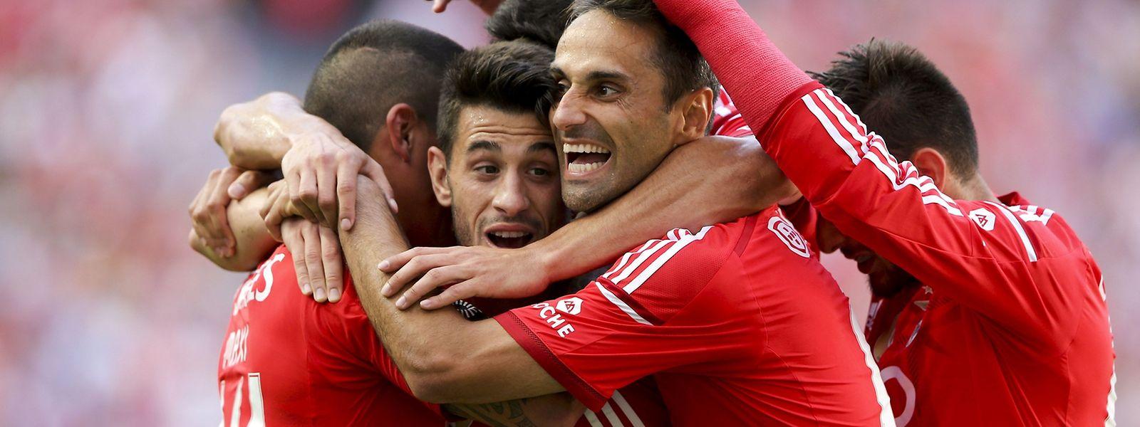 A goleada ao Penafiel agrante praticamente o título ao Benfica