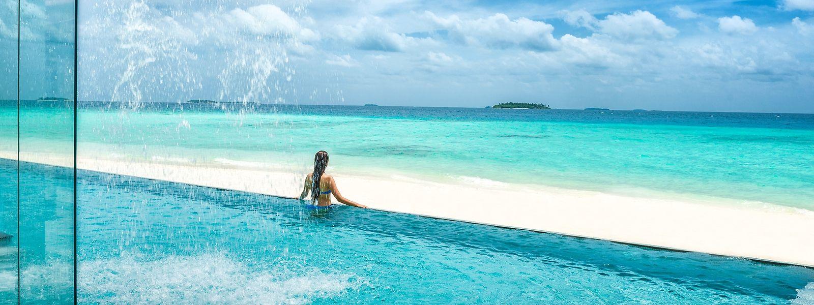 Vom Pool ins Meer: Ohne einen Infinity-Pool geht auf den Malediven kaum mehr etwas.