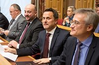 Regierungschef Xavier Bettel, umgeben von seinen Vize-Premierministern Felix Braz und Etienne Schneider (l.).