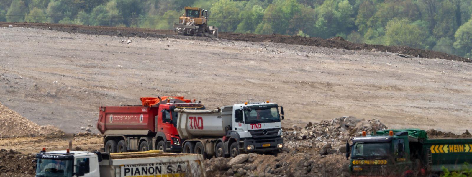 En dehors d'ArcelorMittal, une partie du crassier est exploitée par des sociétés du secteur du bâtiment.