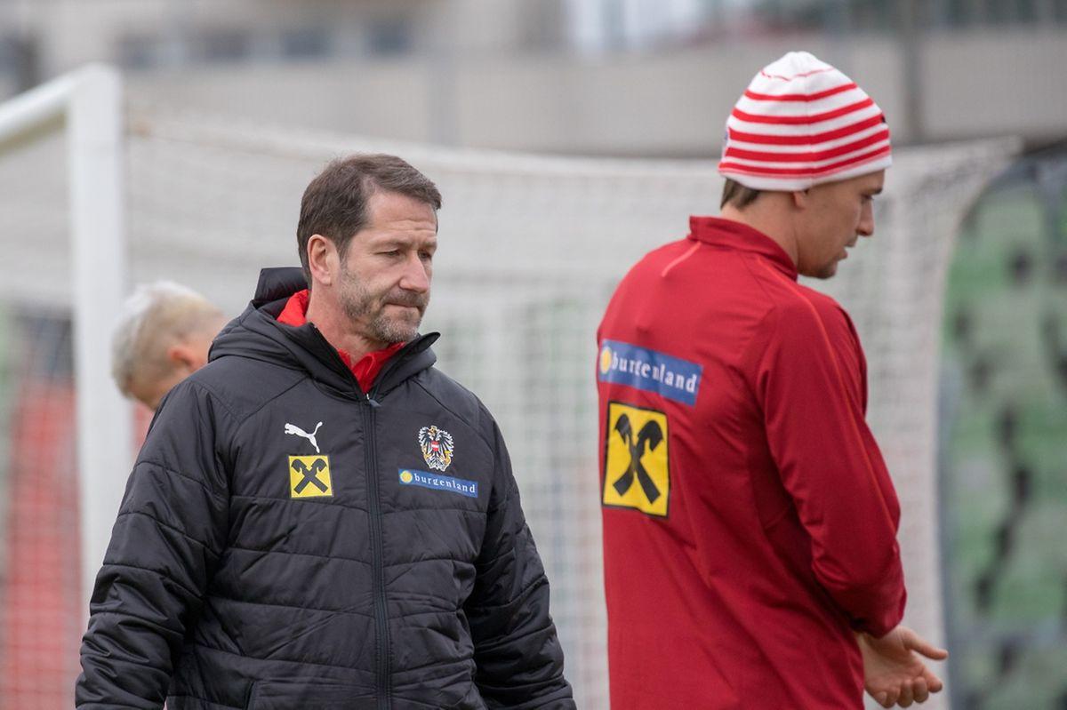 Der österreichische Teamchef Franco Foda (r.) will gegen Luxemburg seine Mannschaft rotieren lassen.