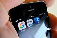 ARCHIV - 05.09.2018, Berlin: ILLUSTRATION - Logos für Apps der US-Internetkonzerne Google (l-r), Amazon und Facebook sind auf dem Display eines iPhone zu sehen. Die EU-Finanzminister versuchen am 12.03.2019 in Brüssel erneut, sich auf eine Digitalsteuer zu einigen. Foto: Stefan Jaitner/dpa +++ dpa-Bildfunk +++