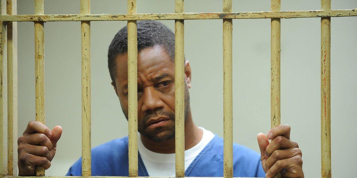 Cuba Gooding Jr. (li.) spielt den des Doppelmordes angeklagten O.J. Simpson.