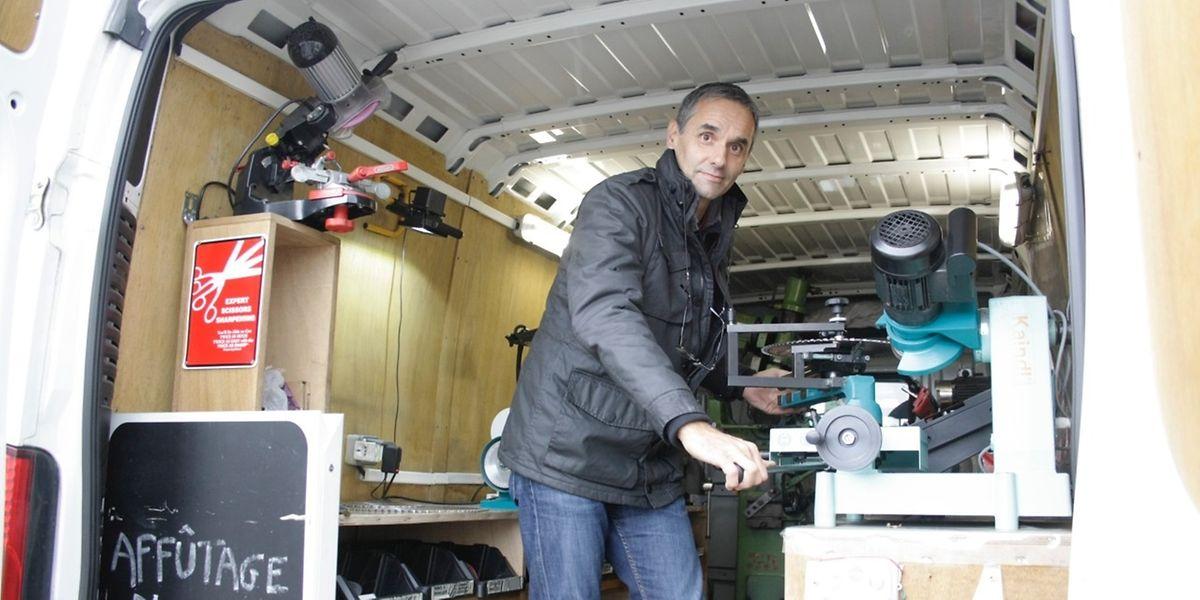 Jean-Luc Castellani setzt die Tradition der Familie seiner Frau fort, da ihr Vater auch ein Scherenschleifer war.