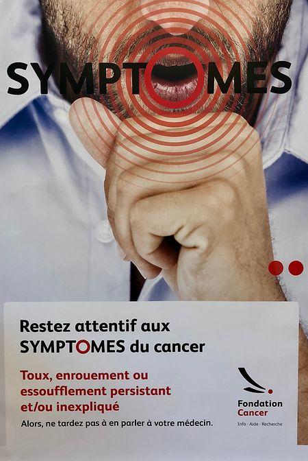 Die Plakate der Sensibilisierungskampagne sollen Menschen auf die Symptome, die als Anzeichen für Krebs gelten, aufmerksam machen.