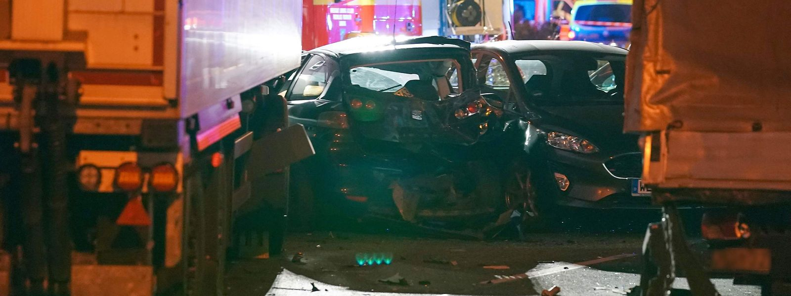 Der gestohlene Laster hatte auf der Kreuzung acht Autos ineinander geschoben.