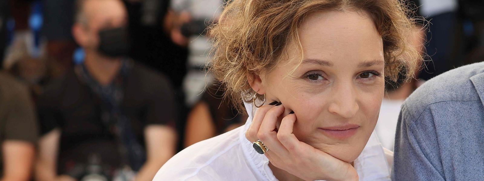 A Cannes, l'actrice présentait également «Hold me tight» («Serre-moi fort»), du réalisateur français Mathieu Amalric, projeté dans la section «Cannes Première».