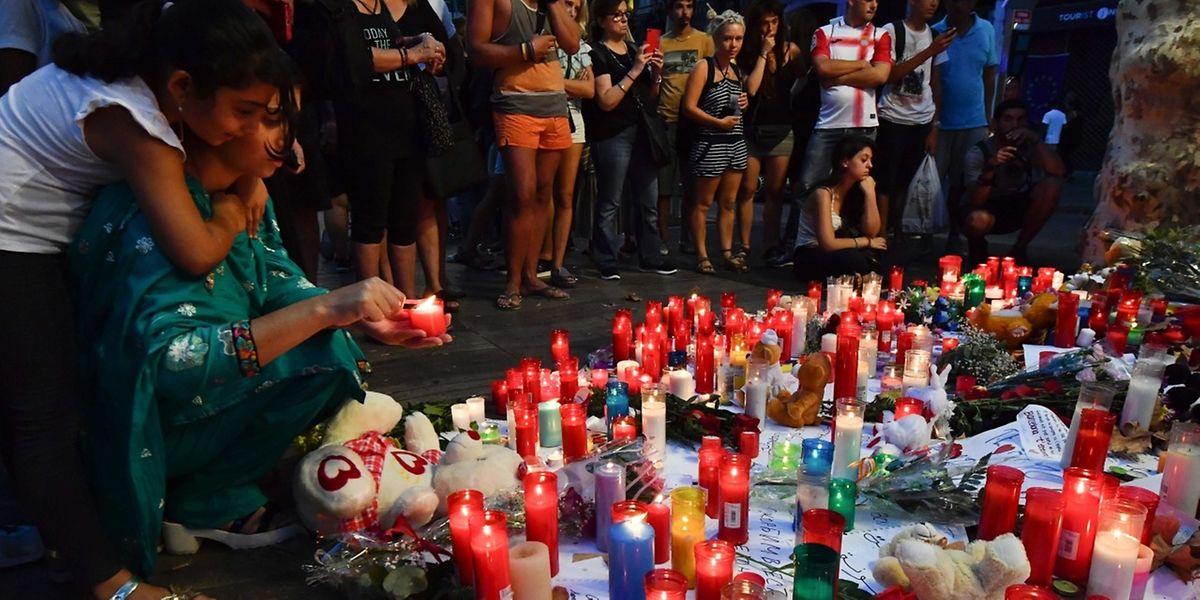Die Menschen in Barcelona haben der Opfer gedacht.