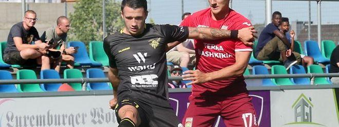 Mayron de Almeida, à esq., marcou o segundo golo do Niederkorn na vitória frente ao FC Differdange.