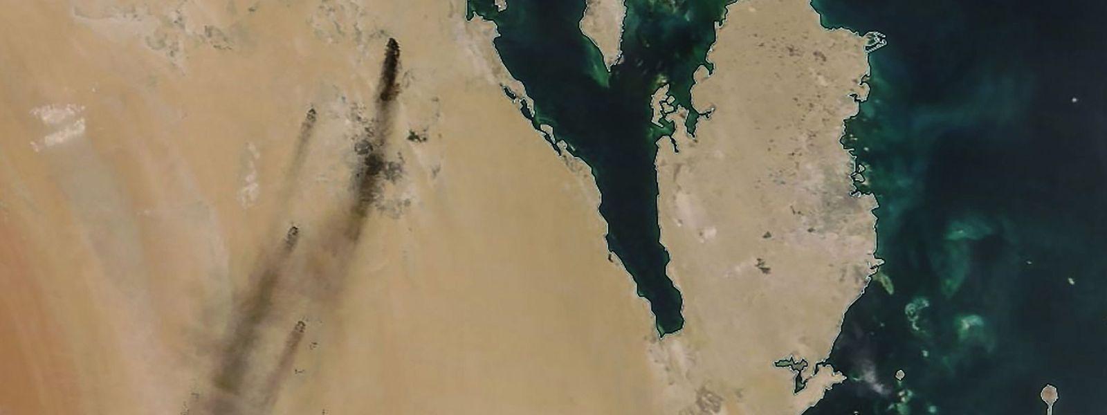 Ein Satellitenbild vom 14. September zeigt Rauch über zwei großen Ölförderanlagen im östlichen Teil von Saudi-Arabien.