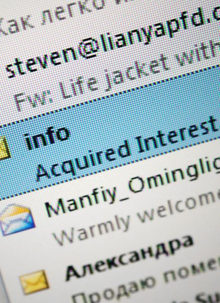 Seltsamer Absender, seltsamer Betreff: DieWahrscheinlichkeit, dass es sich um eine Phishing-Mail oder andere Spam handelt, ist groß.