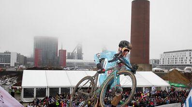 Luc Turchi (L - Luxembourg #65)  an der Treppe/ Radsport, Velo, Cyclo-Cross, Saison 2017 / 29.01.2017 /UCI Cyclo-Cross World Championships 2017, Bieles, Weltmeisterschaft - Männer U23, Men Under-23, Under 23 / Belvaux, Belval, Luxemburg /Foto: Ben Majerus