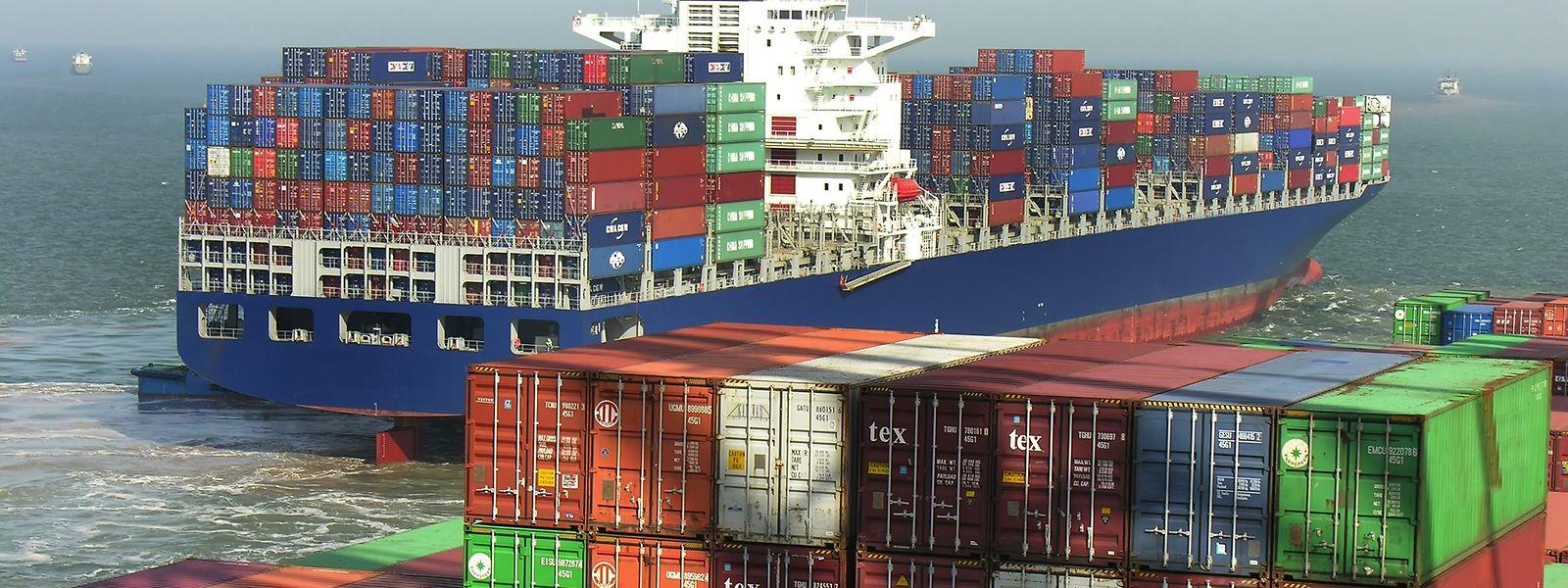 Riesige Containerschiffe liefern Nachschub quer über den Erdball. In der Corona-Krise erfuhren viele Unternehmen, wie anfällig die fein austarierten globalen Lieferketten für Störungen sind.